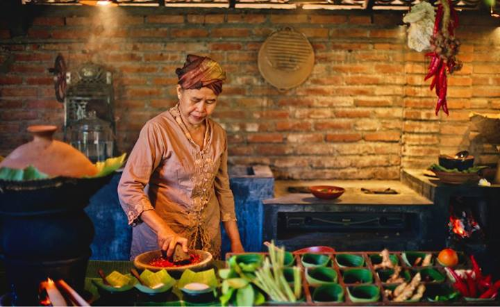 Iboe Soelastri Cooking Class - Traditional Indonesian Gastronomy